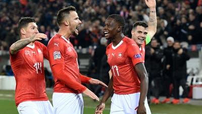 Ricardo Rodriguez erzielt den Penalty gegen den belgischenTorühterThibaut Courtois.(Bild: Toto Marti/Blick/freshfocus (Luzern, 18. November 2018))