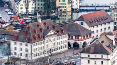 Sollen fusionieren: Das Natur-Museum (links) und das Historische Museum in Luzern. Bild: Roger Grütter (Luzern, 21. Februar 2017)