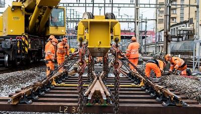 Ein gewohntes Bild auch im neuen Fahrplan 2019: Baustellen bei der SBB, hier jene im Bahnhof Luzern vom vergangenen Wochenende. (Bild: KEYSTONE/ALEXANDRA WEY)