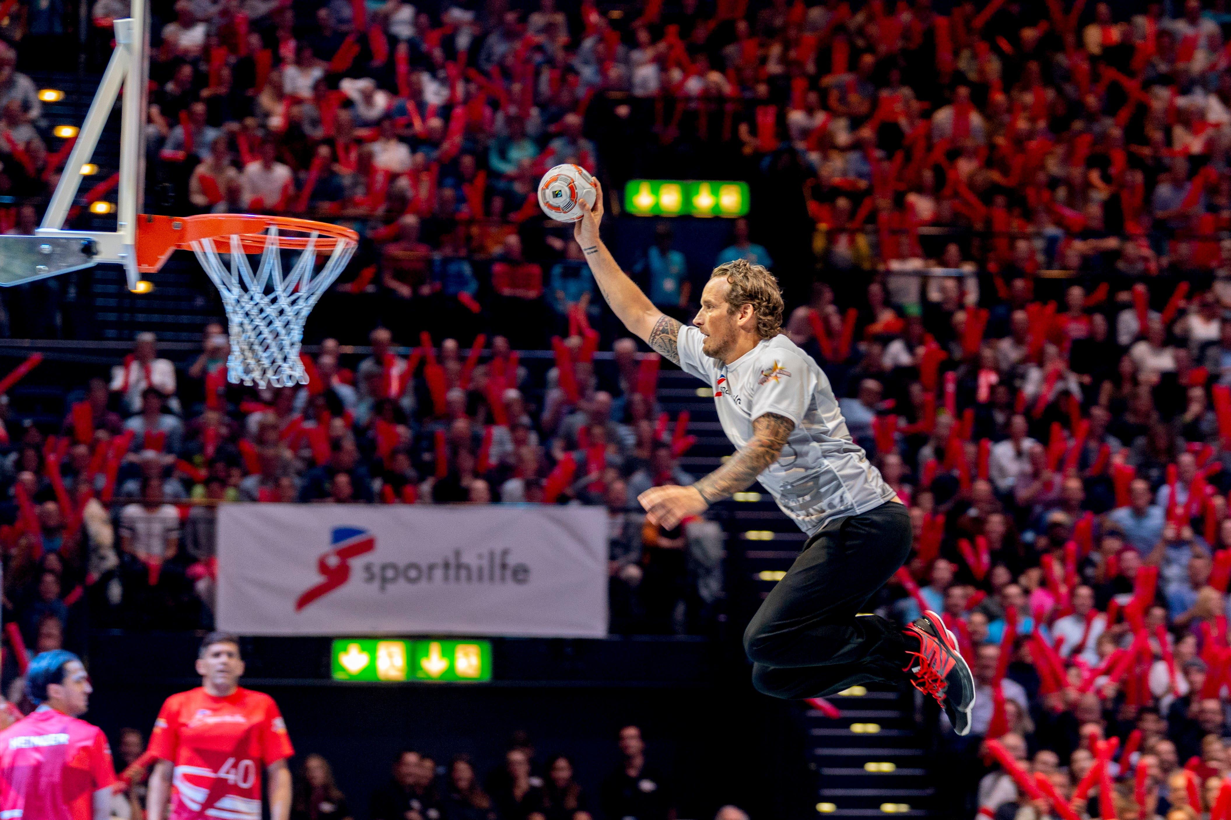 Auch Basketball wird gespielt: Patrick Fischer, Trainer der Schweizer Nationalmannschaft. (Bild: Nick Soland/ Keystone (Zürich, 2. November 2018))
