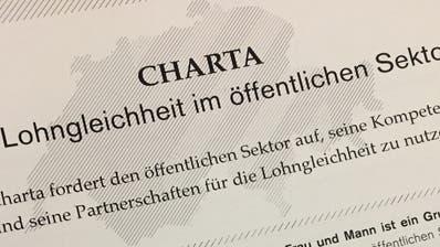 Stein des Anstosses: Die «Charta der Lohngleichheit im öffentlichen Sektor». (Bild: Urs Brüschweiler)