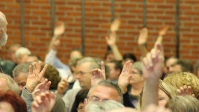 Trotz Diskussionen folgte die Mehrheit der Stimmbürger den Anträgen des Eschenzer Gemeinderates. (Bilder: Christof Lampart)