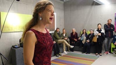 Madelaine Wibom bei ihrem jüngsten Auftritt in Horw: Sie sang an der Eröffnung der Horwer Werkausstellung «Prima Vista Tre». (Bild: PD)