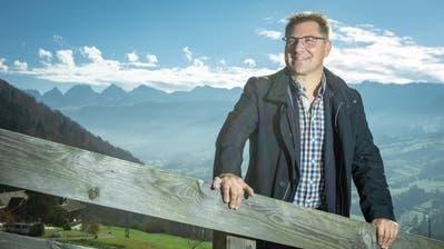 SVP-Politiker und Landwirt Toni Brunner vor seinem «Haus der Freiheit»:«Ich habe es gesehen. Meine schönste Zeit mit dem Amt als SVP-Präsident habe ich hinter mir.» (Bild: Chris Iseli).