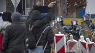 Unbewilligter Grossprotest gegen Rechtsextremen-Kundgebung in Basel