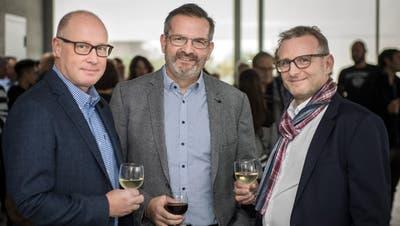 Stossen auf das Resultat des ersten Wahlganges an: Matthias Hofmann, Beat Müller und Michael Thurau. Sie treten alle wieder an. (Bild: Reto Martin)