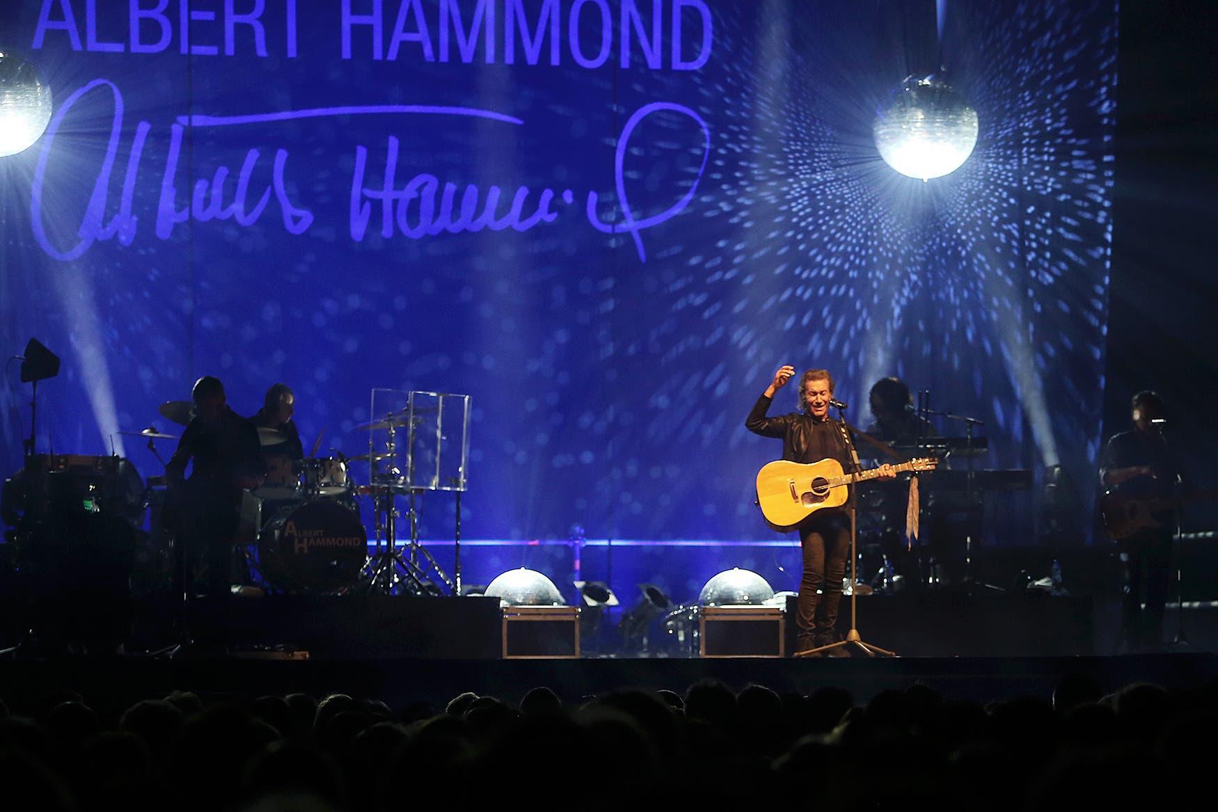 Albert Hammond auf der Bühne.