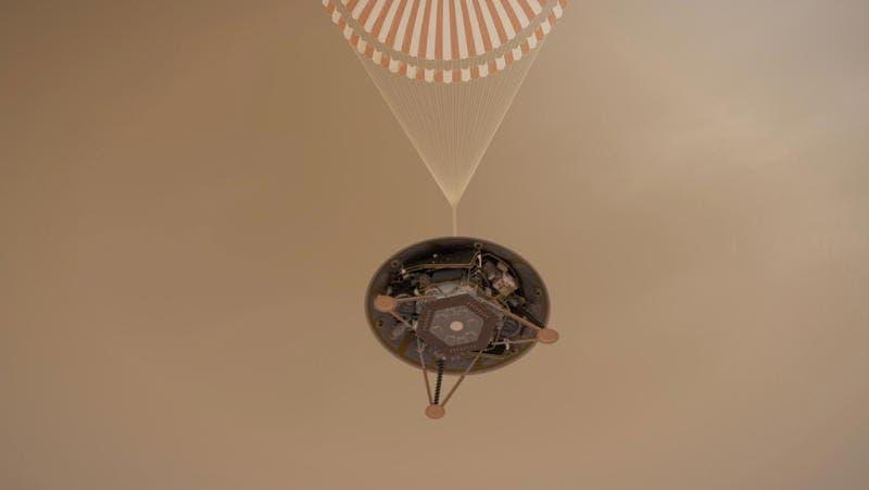 Eine Marslandung ist immer eine Zitterpartie: Unter anderem mithilfe eines Fallschirms wird der «InSight»-Lander auf dem Weg zum Marsboden abgebremst. (Illustration: PD/NASA/JPL)