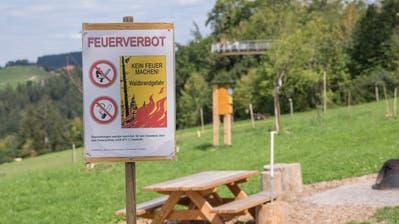 2018 war teilweise so niederschlagsarm, dass grossflächig Feuerverbote erlassen wurden, wie hier im Neckertal. (Bild: Hanspeter Schiess)