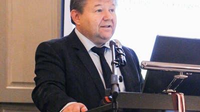 Peter Stern führt durch die Gemeindeversammlung in Birwinken. (Bild: Hannelore Bruderer)