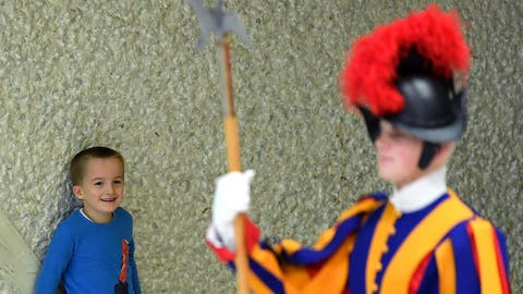 epa07194360 A child comes closer to a Swiss Guard as Pope Francis (not pictured) leads the weekly general audience in the Paul VI hall, in Vatican City, 28 November 2018.  EPA/ETTORE FERRARI