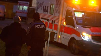 Der Angeklagte verletzte das Opfer mit einem Messerstich lebensgefährlich. (Symbolbild: Maria Schmid)