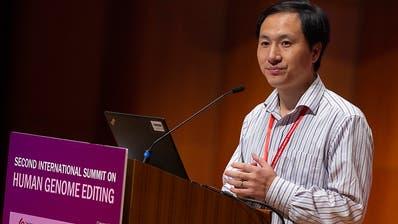 Forscher He verteidigt Gen-Experimente an Babys, setzt aber Versuche aus