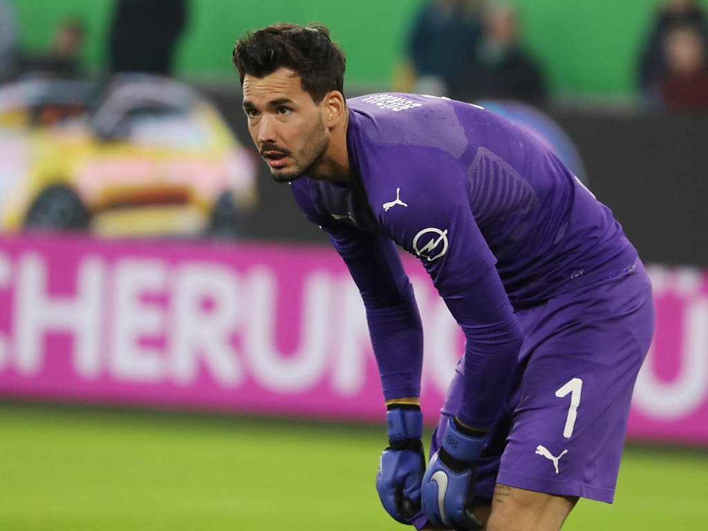 Goalie Roman Bürki kann mit Dortmund in der Champions League den Einzug in die Achtelfinals perfekt machen (Bild: KEYSTONE/EPA/FOCKE STRANGMANN)
