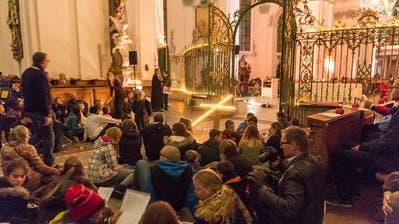 Tausende Gläubige treffen sich in der Nacht der Lichter zum gemeinsamen Gebet. (Bild: Hanspeter Schiess, 26. November 2016)
