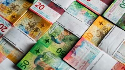 ARCHIV - ZUM TAGESGESCHAEFT DER WINTERSESSION, AM  DIENSTAG, 27. NOVEMBER 2018, STELLEN WIR IHNEN FOLGENDES THEMENBILD ZUR VERFUEGUNG - Die 10er-, 20er- und 50er-Note der Neunten Banknotenserie der Schweizerischen Nationalbank, am Dienstag, 7. November 2017, in Novazzano. (KEYSTONE/Ti-Press/Gabriele Putzu)