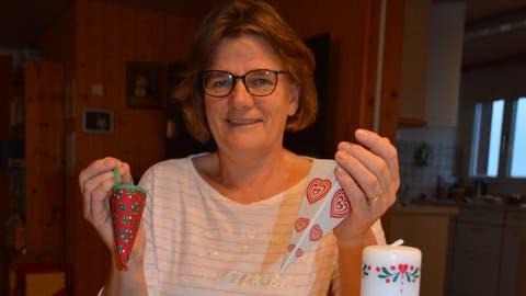 Traditionelle dänische Weihnachtsgegenstände zieren heute noch den Weihnachtsbaum von Dorthe Keller-Boedker: Kraemmerhus (Tüte), Julehjerte (geflochtenes Herz) und Girlande. (Bilder: Zita Meienhofer)