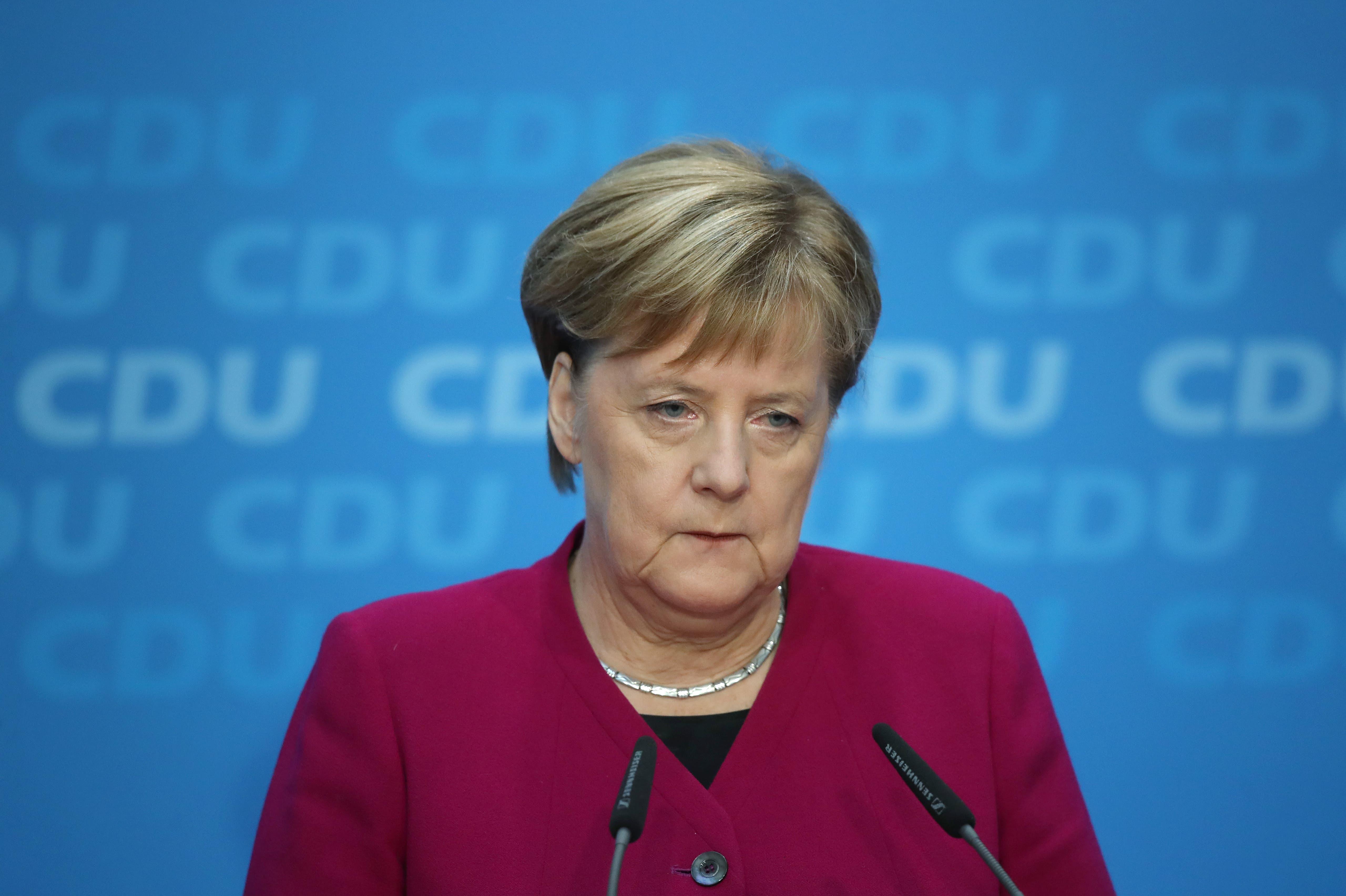 Die deutsche Bundeskanzlerin Angela Merkel wird nach den massiven Stimmenverlusten ihrer Partei bei der Landtagswahl in Hessen den CDU-Bundesvorsitz abgeben. Bundeskanzlerin will sie nur noch bis zum Ende der Legislaturperiode bleiben.  (Bild: Sean Gallup/Getty Images)