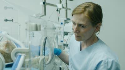 Judith Hofmann in der Rolle der Labortechnikerin Ruth.