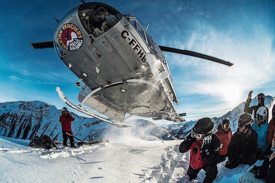 Abflug des Helis – die Crew ist auf dem Gipfel. (Bild: Alain Sleigher/Selkirk Tangiers)