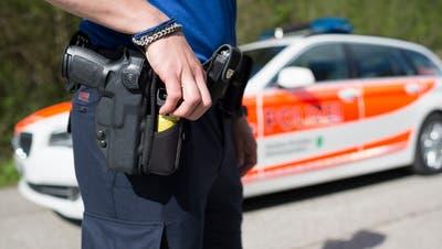 Statt vor Ort auf dem Posten ist die Polizei künftig öfter auf Patrouille anzutreffen. (Bild: Keystone)