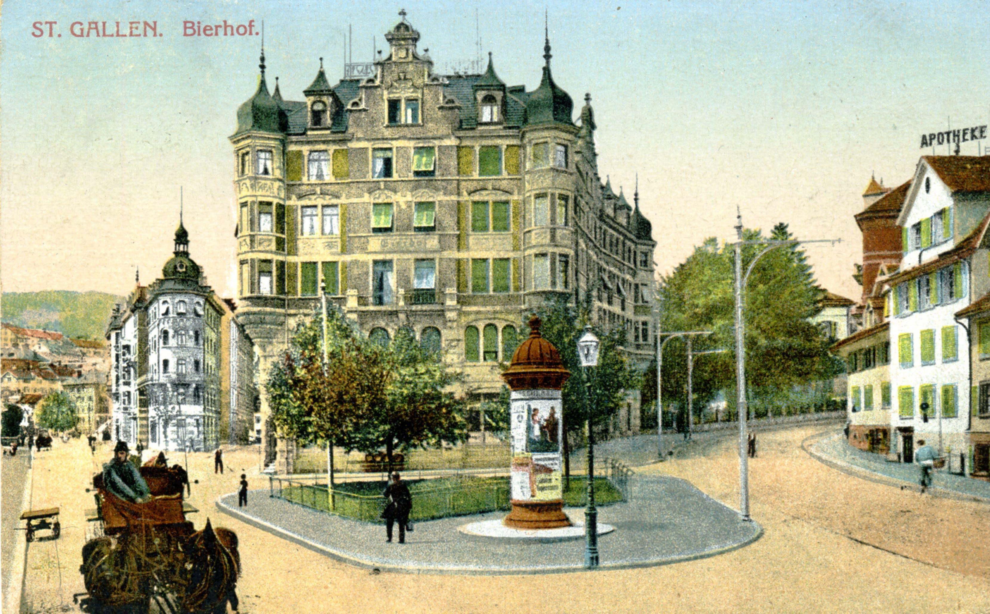 Der «Bierhof» an der Verzweigung der Rorschacher- mit der Lämmlisbrunnenstrasse auf einer Ansichtskarte, die 1922 nach Frankreich verschickt wurde. Das Haus, in dem sich heute das Fanlokal des FC St.Gallen befindet, wurde 1900 bis 1902 von Karl August Hiller gebaut. Der Architekt starb während der Bauarbeiten an einer Krankheit. Auftraggeber war Arnold Billwiller, der damalige Eigentümer der Brauerei Schützengarten. Seit dem 14. Jahrhundert ist für diesen Standort das Badhaus Lämmlisbrunnen nachgewiesen, das 1835 zur Brauerei Bierhof umgebaut wurde.