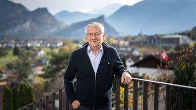Walter Müller auf dem Balkon seines Hauses in Azmoos. (Bild: Michel Canonica)