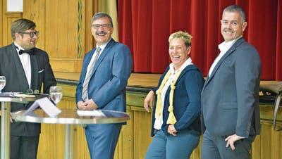 In Bürglen stehen die Kandidierenden gut gelaunt vor die Wählerschaft