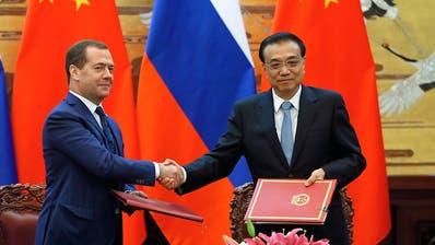 Medwedew: Trump missbraucht Sanktionen und Zölle für Innenpolitik