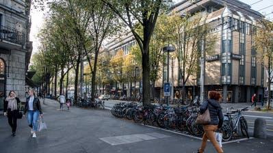 Auch die Pilatusstrasse könnte dereinst zur Tourismus-Zone mit längeren Öffnungszeiten gehören. (Bild: Nadia Schärli,23. Oktober 2018)