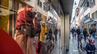 Blick in die Weggisgasse – eine der Haupteinkaufsstrassen in der Stadt Luzern. (Bild: Nadia Schärli (22. Oktober 2018))