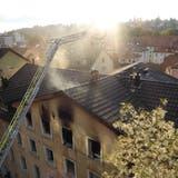Grosseinsatz für die Feuerwehr St.Gallen: der Brand des Dachstockes an der Linsebühlstrasse 105. (Bild: Kapo SG)
