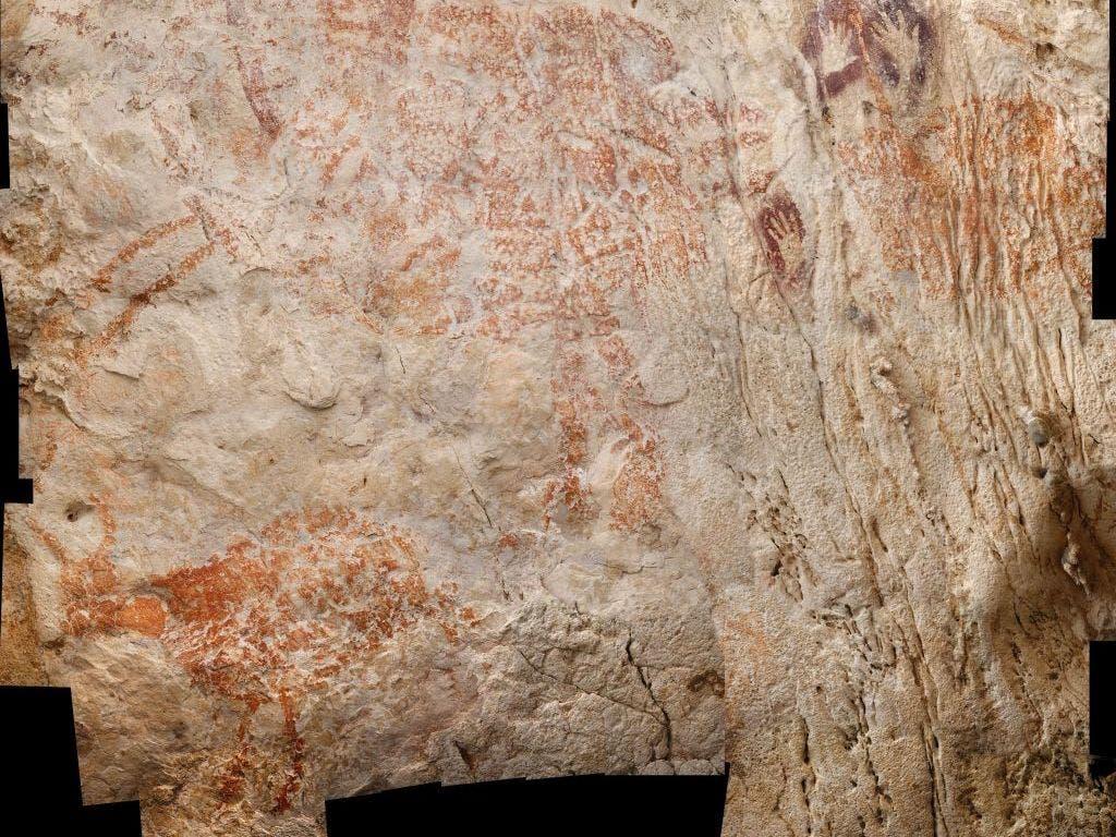Neben Tierbildern finden sich Handabdrücke und menschliche Figuren in der Höhle. (Bild: Luc-Henri Fage)