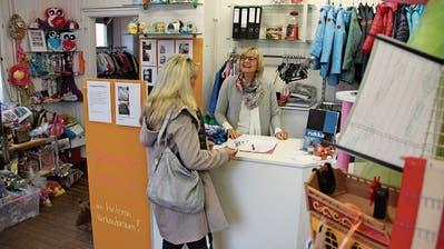 Steinacherin sucht Kinderkleidern ein neues Zuhause