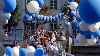 Farbenfroh: Das Lozärner Altstadtfäscht findet nicht mehr statt. (Archivbild LZ)