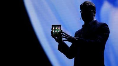 Samsung will mit Aufklapp-Display neuen Smartphone-Trend setzen