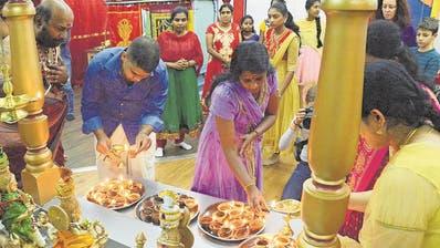 Das hinduistische Diwali-Fest ist geprägt von Farbigkeit und viel Licht. (Bild: Benno Bühlmann / Emmenbrücke, 6. November 2018)
