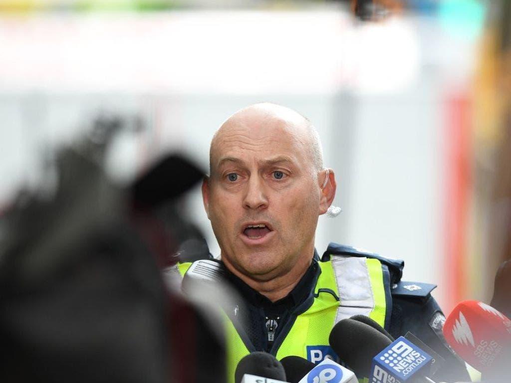 Polizeisprecher David Clayton gibt am Tatort Erklärungen ab. (Bild: Keystone/EPA AAP/JAMES ROSS)