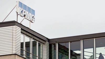 KPMG verliert lukrative Aufträge - dies aber nicht nur wegen ihrer umstrittenen Rolle in der Postauto-Affäre