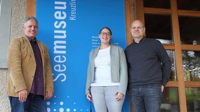Markus Thalmann, Präsident der Stiftung Seemuseum, Ursula Steinhauser, Museumsleiterin, und Ueli Wepfer, Präsident Betriebskommission, freuen sich auf den Umbaubeginn im Januar. (Bild: Isabelle Merk)