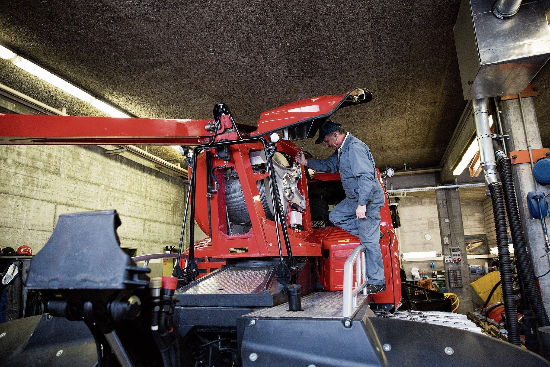 Jeder Pistenbully-Fahrer ist für die Wartung seines Fahrzeugs verantwortlich. (Bilder: Mareycke Frehner)