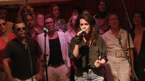 Der Chor von Anet Zemp zieht sich auch dem Thema entsprechend an. (Bild: PD)