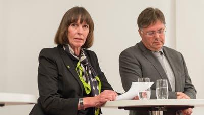 Die Wiler GLP-Stadtparlamentarierin Erika Häusermann und EX-SVP-Kantonsrat Herbert Huser 2014 an einem Spitalpodium in Uzwil. (Bild: Hanspeter Schiess)
