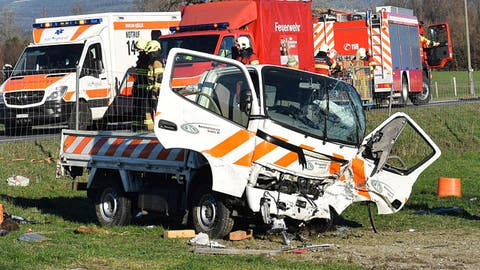 Der demolierte Transporter. (Bild: Silvia Gisler/March-Anzeiger (Reichenburg, 13. Dezember 2018))