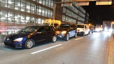 Unfall bei Rontal-Zubringer: Vier Autos, fünf Verletzte, drei davon im Spital