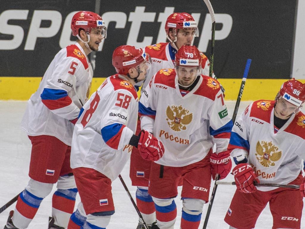 Jubel bei den Russen - sie gewinnen das Vierländerturnier in Luzern (Bild: KEYSTONE/URS FLUEELER)
