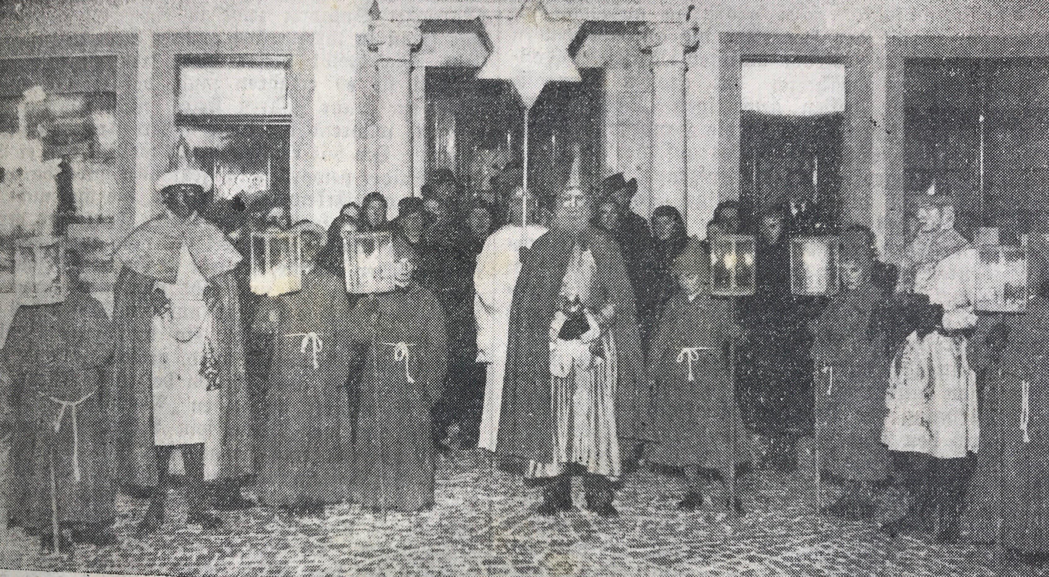 Beim ersten Auftritt der Luzerner Sternsinger 1938 reichte es nur für einen Sternengel, drei Könige und sechs Laternenträger. (Bild: Chronik der Sternsinger (Stadtarchiv/D131))