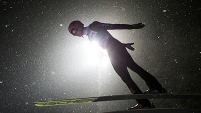 Skispringen Engelberg:Peier hält derzeit die Schweizer Fahne hoch