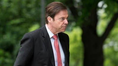 Nationalrat Christoph Moergeli auf dem Weg  zum Prozess wegen Amtsgeheimnis-verletzung ans Berner Obergericht am. (Archivbild: Keystone/Lukas Lehmann/Dienstag, 19. Mai 2015, in Bern)