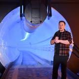Elon Musk sprichtin Hawthorne(Bild: Robyn Beck/Pool Photo via AP)